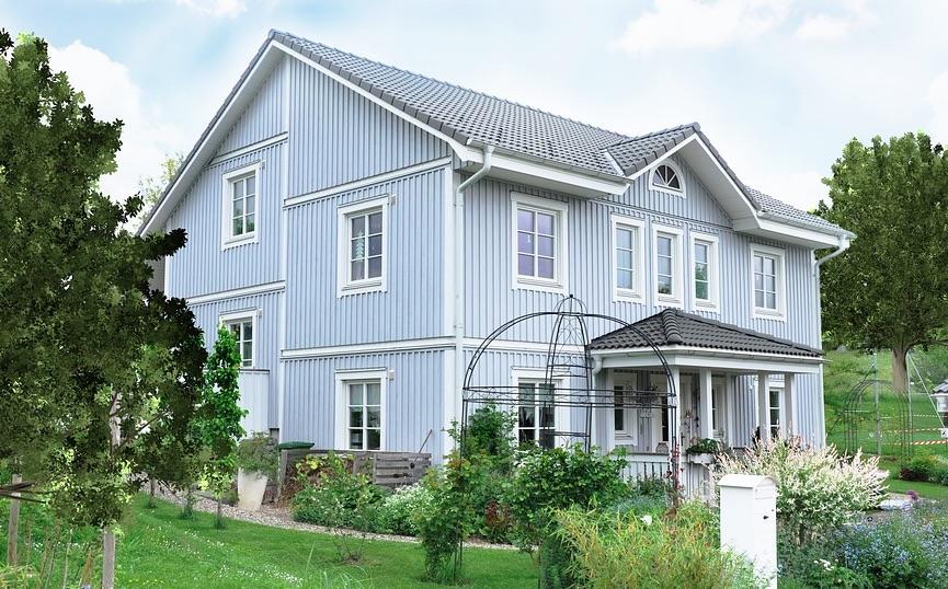 Blått hus med källare